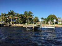 Blick vom Wasser aufs Dock